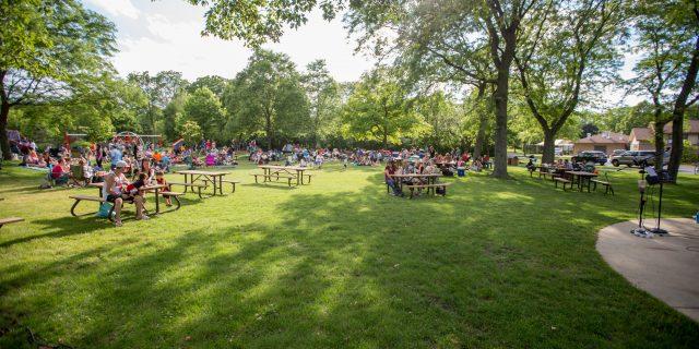 summer sampler crowd